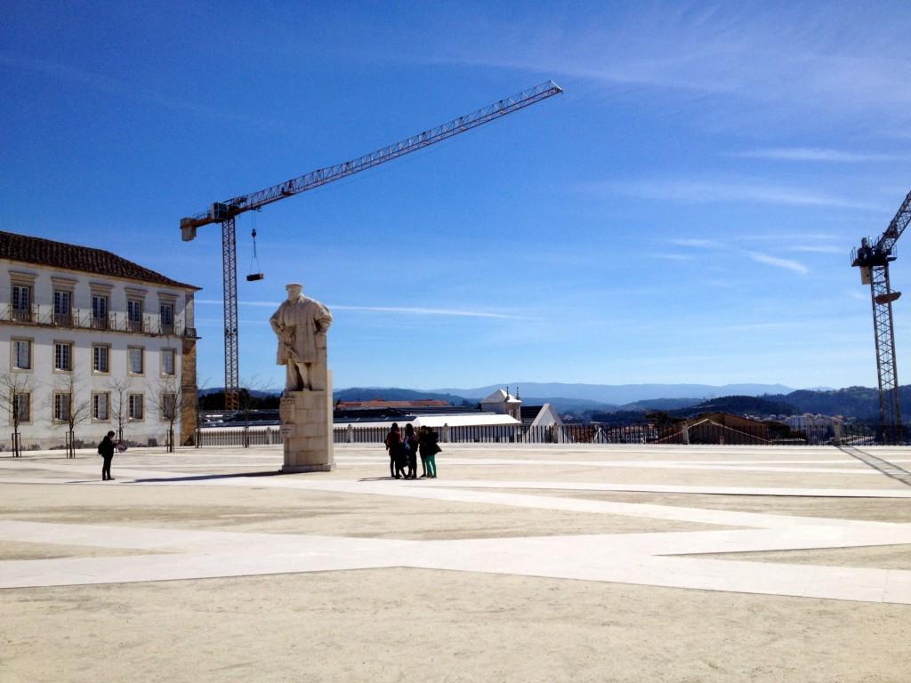 Kung João III står staty
